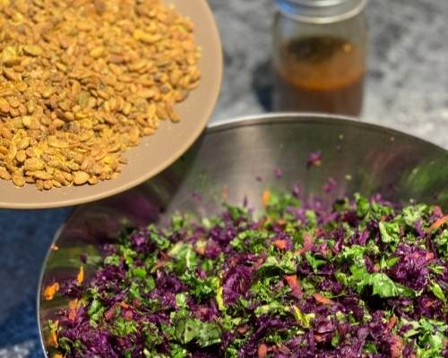 Kale salad with seeds